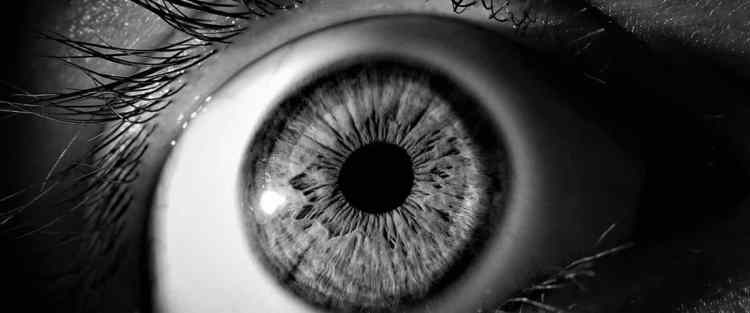 Daño ocular y clases de canto, cantar con un daño en el ojo