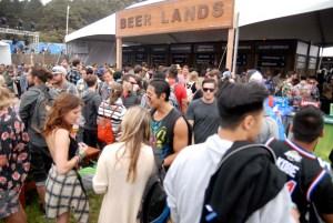 Una de las zonas más concurridas del festival: la cervecería. (Foto: Eduardo Stanley)