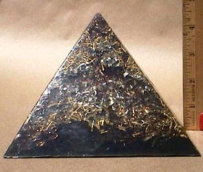 Pojedynczy Pyramid Obsada Zobacz z władcą