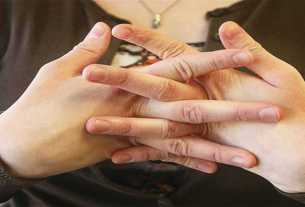 finger-pinch-is-right-or-wrong-for-our-bones