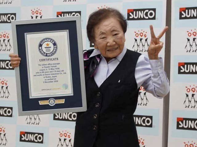 The world's oldest office manager, 90 years old woman