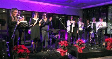 Un momento dello spettacolo durante la cena di Natale 2018.