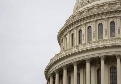 Capitol Hill e bandiera USA
