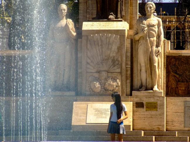 Saliendo de la escuela Plaza Iralia, ciudad de Mendoza, Mendoza, Atgentina