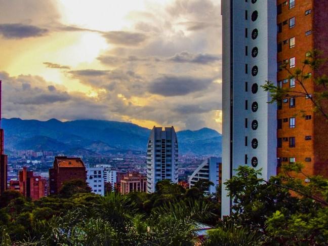 Atardecer en el centro Medellin, Antioquia, Colombia