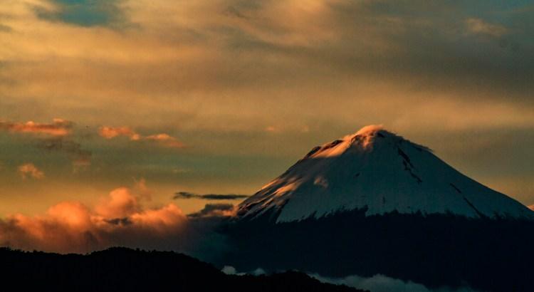 Volcán Sangay al atardecer Macas, Morona-Santiago, Ecuador