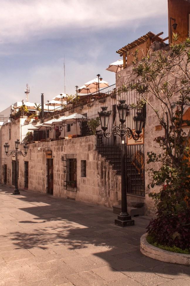 La callejuela ciudad de Arequipa, Arequipa, Perú