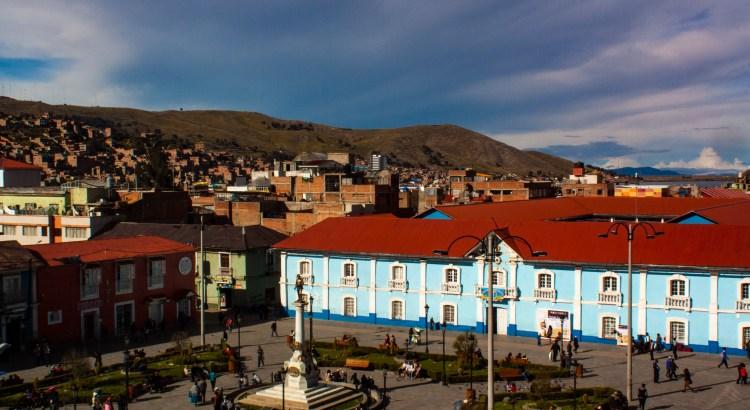 Parque a la orilla del Titicaca Parque Pino, Puno, Perú