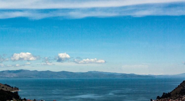 Vista de Copacabana sobre el Lago Titicaca