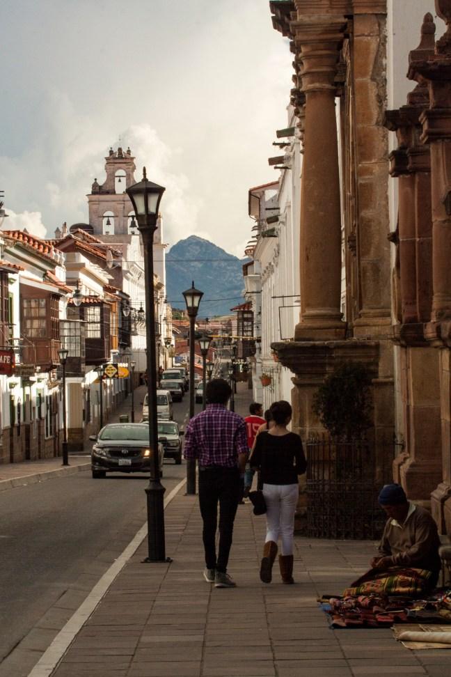Caminando la calle Nicolas Ortiz Sucre, Chuquisaca, Bolivia
