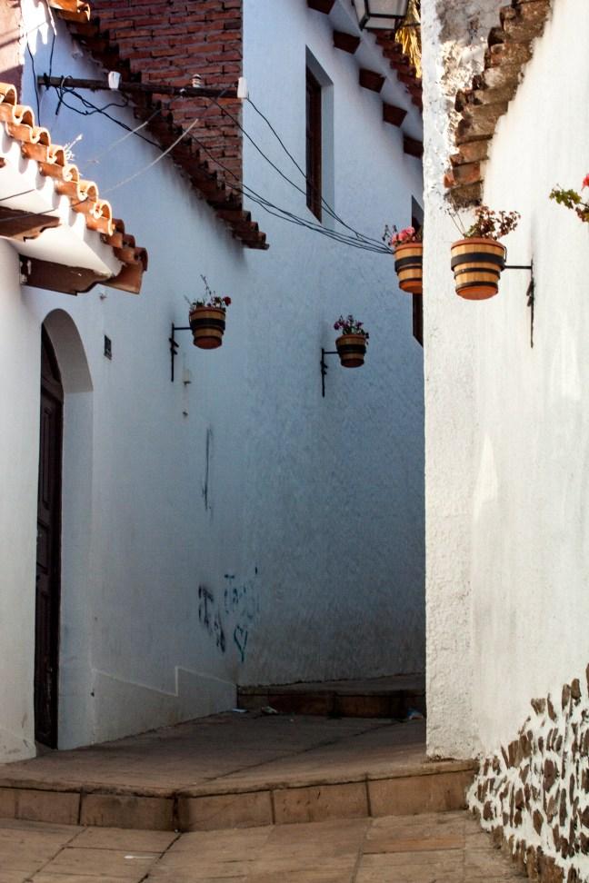 Entre callejones Sucre, Chuquisaca, Bolivia