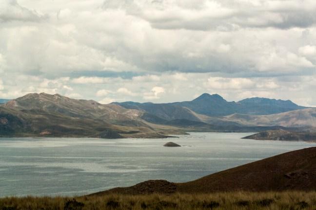 Paisaje lacustre Carretera de Arequipa a Puno, Perú