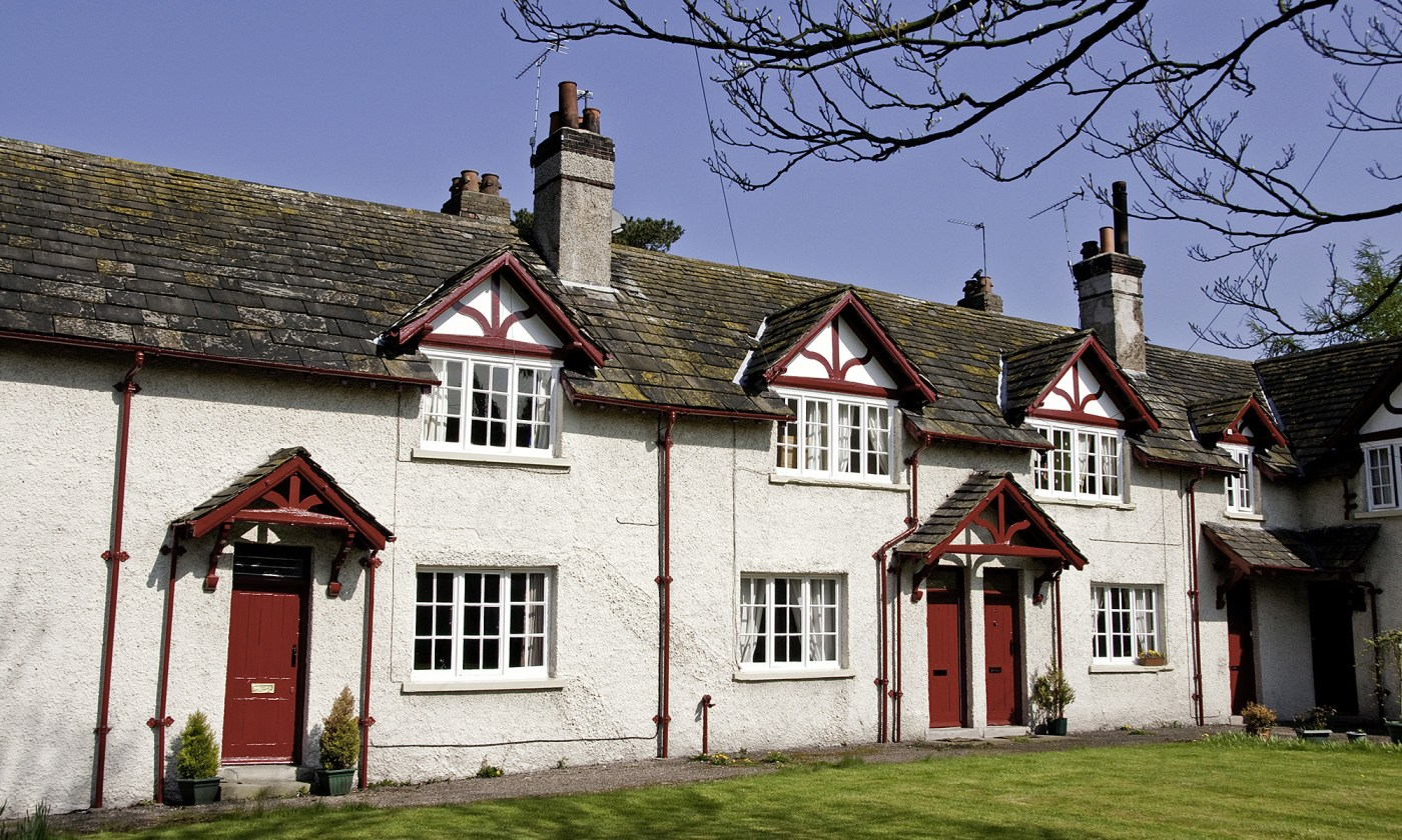 Red & White Houses in Rostherne Village