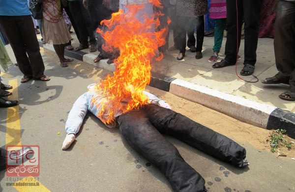 Burning of Sumanthiran's effigy-Feb 21, 2015