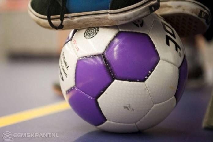 Voetbal en volleybal toernooi in sporthal Eelwerd