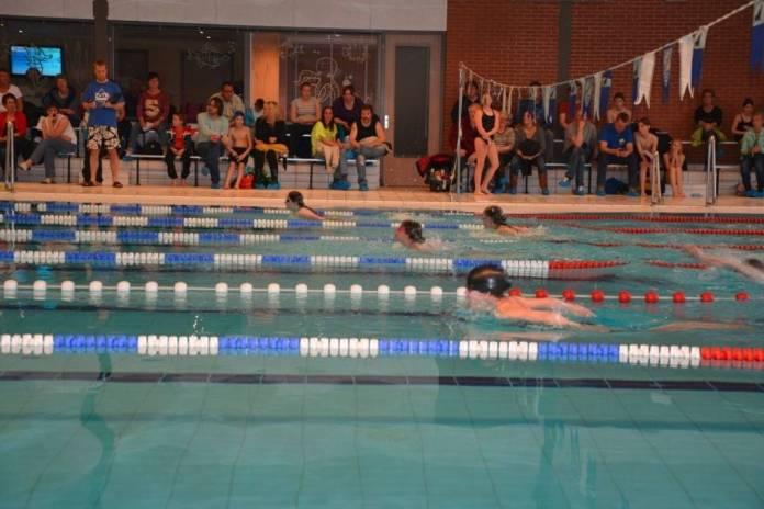 Derde wedstrijd vierkamp voor recreatieve zwemmers gezwommen