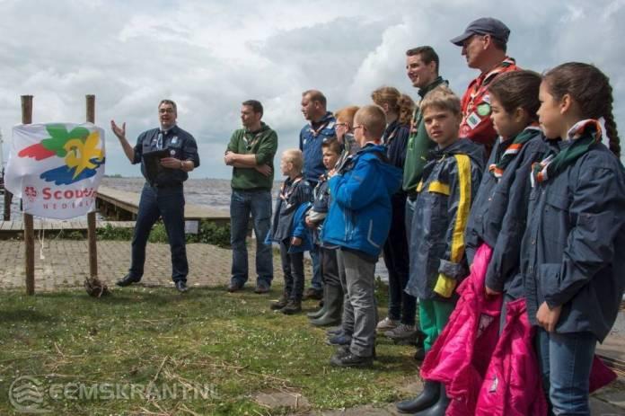 Voorzitter landelijke admiraliteit Scouting Nederland neemt nieuwe ligplaats Waterscouts Delfzijl in gebruik