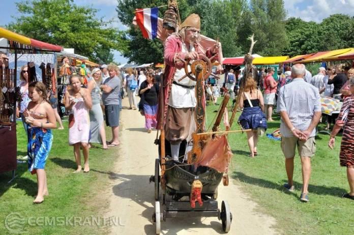 Tot laat in de avond gezellig druk op Festival Art Carnivale aan het Schildmeer