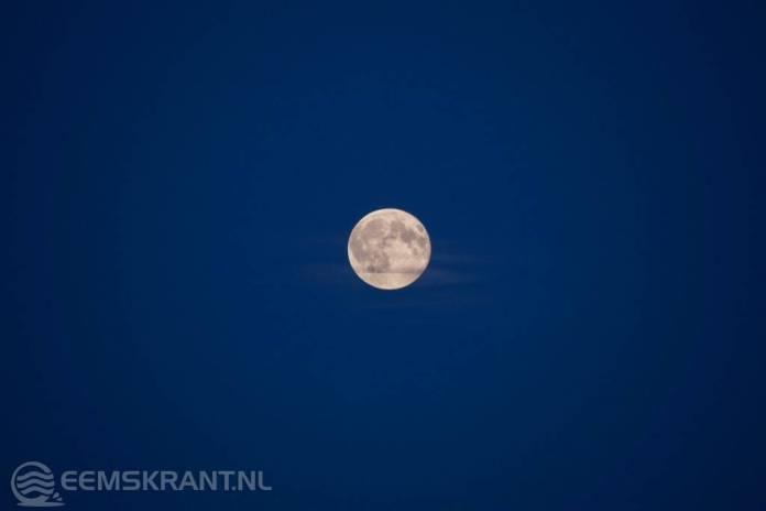 Gisteravond stond er een blauwe maan aan de hemel
