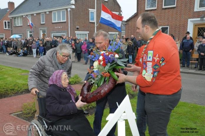 Grote opkomst bij dodenherdenking in Holwierde