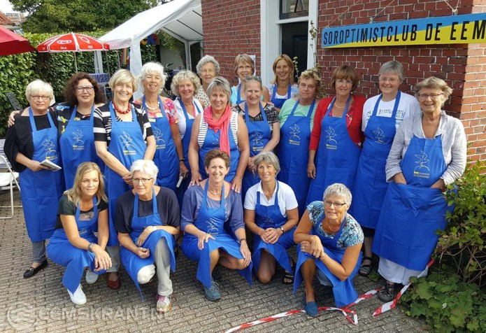 """Boekenmarkt Soroptimistclub """"de Eemsmond"""" tijdens de jaarmarkt in Bierum"""