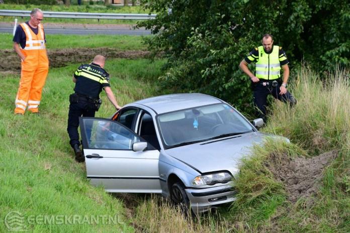 Auto belandt in sloot bij Spijk; gevluchte bestuurder aangehouden