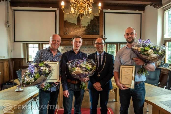 Helden ontvangen medaille na redden drenkeling Appingedam
