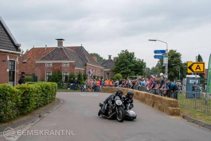 Oude tijden herleven tijdens historisch motorsportevenement de ZZ Races tussen 't Zandt en Zeerijp