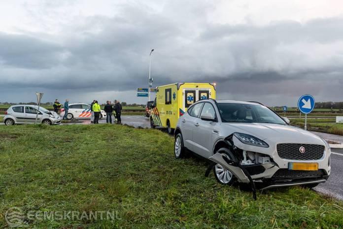 Auto's botsen bij op- en afrit N33 bij Appingedam