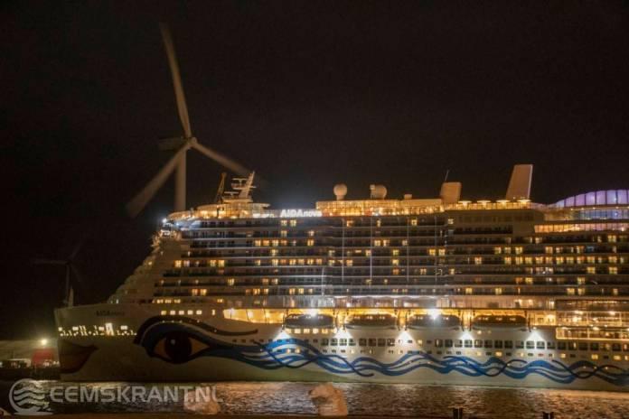 Brandweer rukt groot uit voor brand aan boord van cruiseschip AidaNova in de Eemshaven