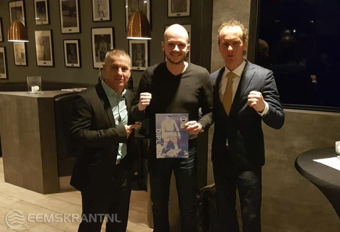 Trainersdiploma voor  Robbin Schonewille van boksvereniging Appingedam