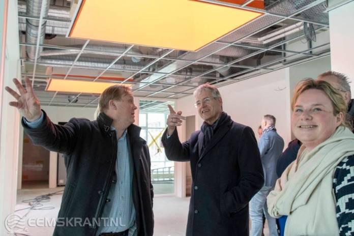 Minister Slob op bezoek bij nieuwe aardbevingsbestendig kindcentrum in Loppersum