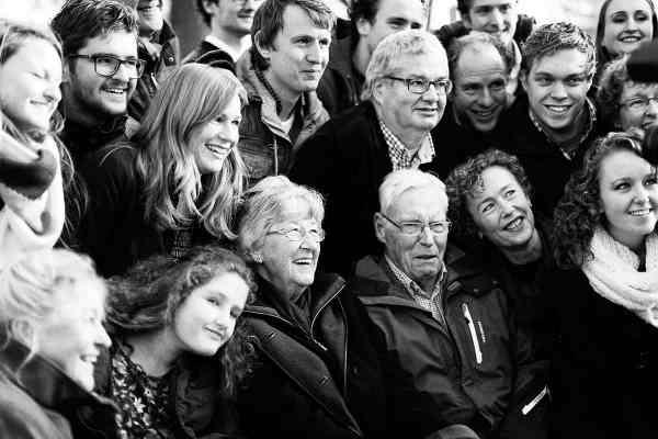 Fotoshoot met opa en oma familieportret familiefotografie fotostudio Nieuw-vennep