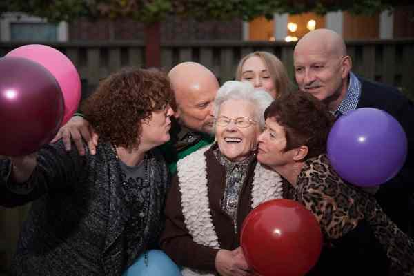 Ballonnen bij de fotoshoot familieportret familiefotografie fotostudio Nieuw-Vennep