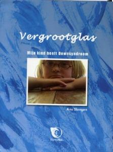 boekomslag Ans Slangen - Vergrootglas. Mijn kind heeft Downsyndroom