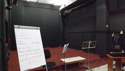 Η σκηνή της θεατρικής ομάδας στο Μαύρο Κουτί