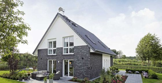 Das Viebrock-Haus Maxime 300 ist das erste Haus des Unternehmens, das die strengeren Kfw-Effizienzhaus 40 Anforderungen erfüllt. (Foto: Viebrockhaus)