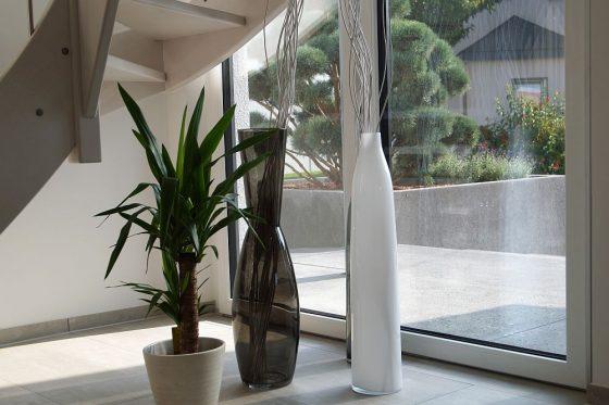 Moderne Häuser haben große Fensterflächen, damit die Innenräume schön hell sind. (Foto: Markus Burgdorf)