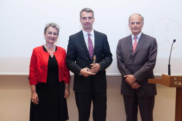 To βραβείο παρέλαβε ο Γιάννης Ζερβάκης, διοικητικός διευθυντής του Ιδρύματος.