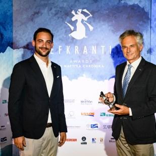 Ο κ. Μιλτιάδης Συννεφιάς και ο κ. Ηλίας Μάλλιος, Υπεύθυνος Εξαγωγών, SEABRIGHT, χορηγού του βραβείου.
