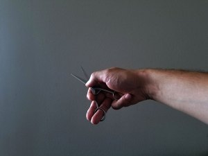 kako držati makaze