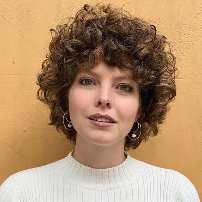 frizure za kratku kovrdžavu kosu