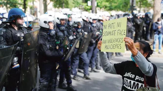 Après avoir fait le sale boulot pour le régime, les policiers sont lâchés par le pouvoir sioniste