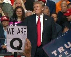 """Vu par la presse mainstream : QAnon, """"le mouvement conspirationniste pro-Trump"""""""