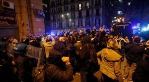 Naples : des centaines de jeunes bravent le couvre-feu