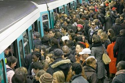 Delirium tremens : l'Académie de médecine recommande de se taire dans le métro