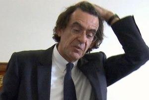 Luc Ferry se fait poisser avec son salaire de 4000 euros