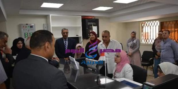 نائب وزير الإتصالات ومحافظ بورسعيد يفتتحان مركز حي الشرق المميكن |