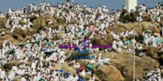حجاج بيت الله الحرام يقفون بجبل عرفات |