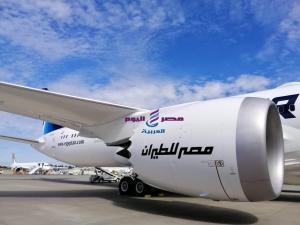 «طائرة الأحلام» السادسة في طريقها إلى مصر |
